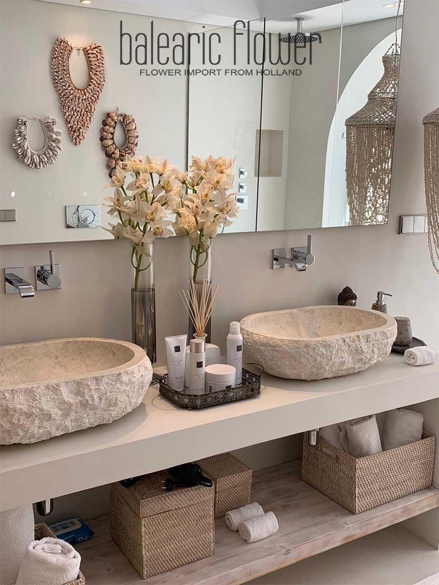 flowers-ibiza-villa-bathroom