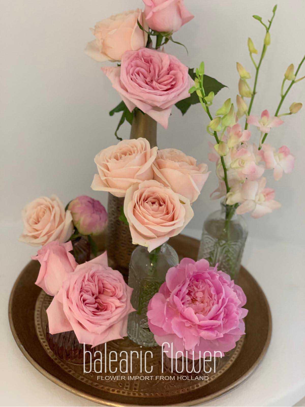 roses-arrangement-bathroom-ibiza