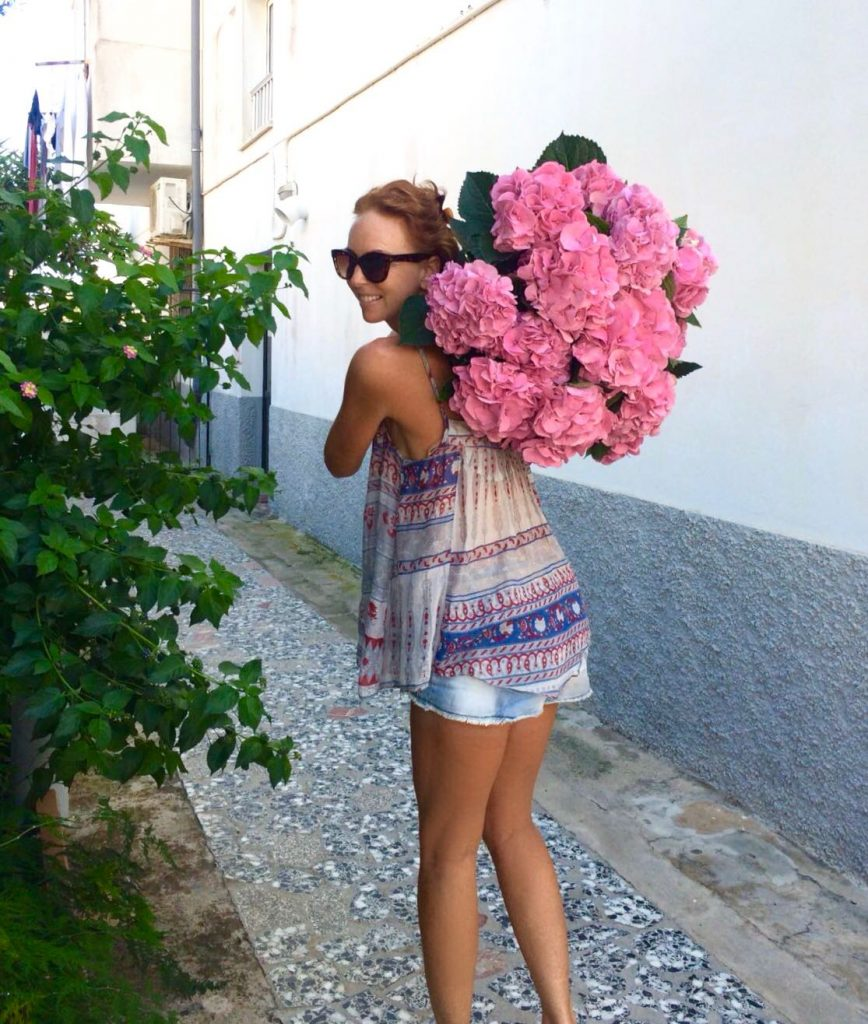 ibiza-flowers-beatrice-walking